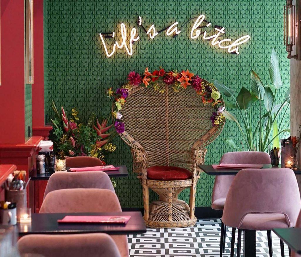 neon velvet horeca trend instagrammable streetfood club
